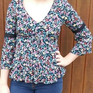 🎅Absolutely Beautiful flowy no boundries blouse!